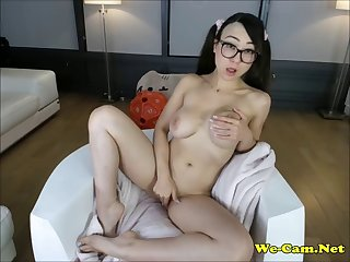 beautiful asian camgirl shaved pussy