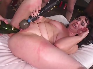 fat hellacious skank siouxsie q is happy to get disgraced here gangbang